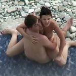 Casal transando gostoso na praia