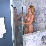 Cunhada safada dando gostoso no chuveiro